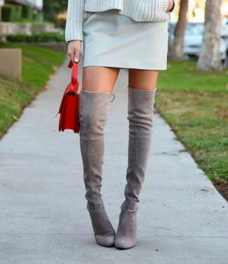 bfc22c27d0d0e Cómo combinar las botas mosqueteras  5 maneras de llevar las botas sobre la  rodilla que te inspirarán este otoño-invierno